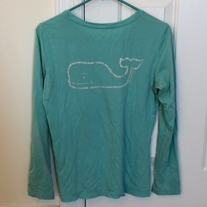 Vineyard vines long sleeve tee.             (T18)